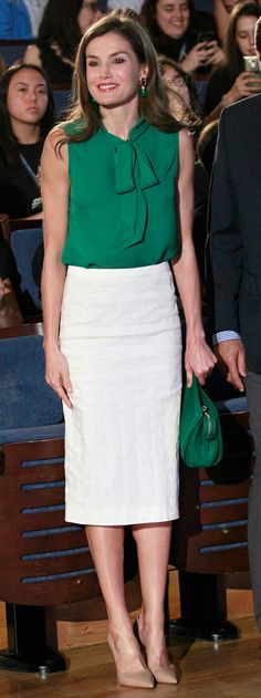 Letizia - Uterqüe blouse - Hugo Boss bag - Prada pumps - Bounkit earrings
