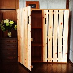 Vintage Furniture, Diy Furniture, Woodworking Projects, Diy Projects, Diy Interior, Booth Design, Hacks Diy, Tall Cabinet Storage, Diy Home Decor