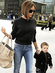 If there was an award for BEST TRANSFORMATION the winner will definitely be Victoria Beckham ! I mean 3 or 4 years ago, her look was horrib. Short Hair Cuts, Short Hair Styles, Corte Y Color, Haircut And Color, Bob Hairstyles, Bob Haircuts, Medium Hairstyles, Braided Hairstyles, Wedding Hairstyles