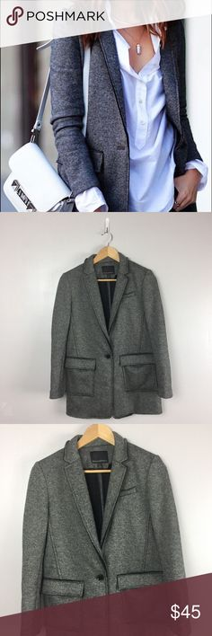 "Banana Republic Knit Blazer Banana Republic Womens Size 4 Petites Charcoal Gray Double Knit Blazer Jacket  approx.  pit to pit 18.5"" length 28"" Banana Republic Jackets & Coats Blazers"