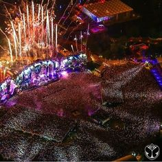 This is just too great to see. Take me to tomorrowland! It's on my bucket list.
