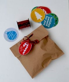 Christmas tags to download for free, there are six different designs. just save the file, print, cut and decorate...easy! etiquetas de navidad gratis, solo guarda el documento, imprime, corta y decora!