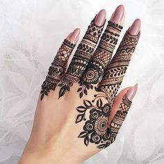 What is a Henna Tattoo? Henna tattoos are becoming very popular, but what precisely are they? Indian Henna Designs, Finger Henna Designs, Henna Art Designs, Modern Mehndi Designs, Mehndi Designs For Fingers, Unique Mehndi Designs, Mehndi Design Pictures, Latest Mehndi Designs, Unique Henna