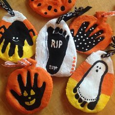 Lindsay N. Strickland: Salt Dough {Halloween Ornaments} Lindsay N. Halloween Bebes, Theme Halloween, Halloween Arts And Crafts, Baby First Halloween, Halloween Crafts For Toddlers, Fall Crafts For Kids, Halloween Activities, Halloween Diy, Holiday Crafts