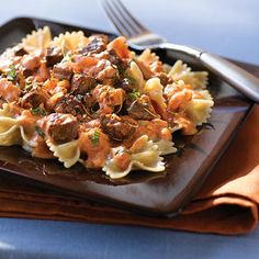Low-fat Steak & Farfalle Pasta with Creamy Tomato Sauce - it's what's for dinner! Clean Eating