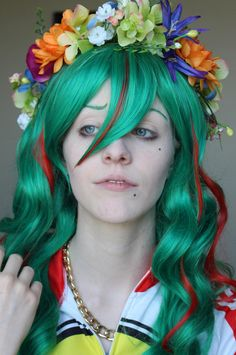 Wig: Ferrari in Emerald with Cherry Red Wefts Cosplayer: Kayleigh Allen