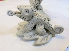 Cassie Stephens: In the Art Room: Clay Chameleons!