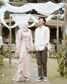 New Wedding Photography Ideas Bridesmaids Blushes 41 Ideas Hijab Prom Dress, Hijab Gown, Muslimah Wedding Dress, Hijab Style Dress, Muslim Wedding Dresses, Formal Dresses, Kebaya Muslim, Kebaya Hijab, Kebaya Dress