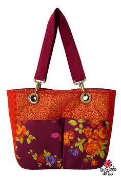 Bolsa Dupla Face Vinho/Floral http://loja.nomundodalu.com.br/
