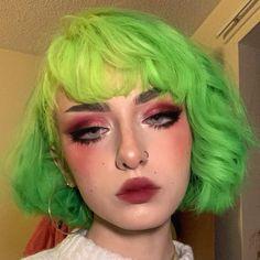 "E҉v҉e҉ 🍑 on Instagram: ""🃏"" Cute Makeup, Makeup Looks, Hair Makeup, Aesthetic Hair, Aesthetic Makeup, Neon Hair, Hair Reference, Coloured Hair, Dye My Hair"