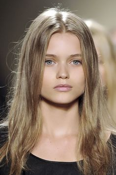 Extra coats of mascara on the top lashes and pale sherbert stained lips .: 5 Au Naturel Beauty Looks To Try