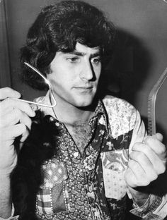 Uri Geller appearing on Finnish TV in January 1974