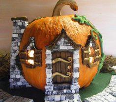 Pumpkin Fairy Garden for Halloween Display Halloween Diorama, Halloween Fairy, Holidays Halloween, Halloween Crafts, Fall Crafts, Halloween Decorations, Halloween Garden Ideas, Fake Pumpkins, Painted Pumpkins