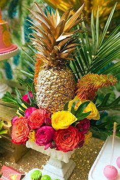40 Affordable And Creative Hawaiian Party Decoration Ideas - Bored Art
