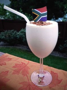 A creamy vanilla blended drink with a serving of Kahlua. Great for a hot summer& night. South African Desserts, South African Dishes, South African Recipes, Africa Recipes, South African Braai, Cocktail Drinks, Alcoholic Drinks, Cocktails, Cocktail Recipes