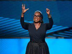 Oprah Winfrey, se postula para Presidenta de Estados Unidos en 2022. Yo creo que si debería. Es rica, ha tenido éxito en su trabajo durante muchos años y posee carisma, Bueno, y es mujer, que va siendo hora de que USA tenga una presidenta. (RISELO)