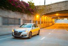 AIRLIFE te presenta el Accord.  Honda ha diseñado cada detalle con la eficiencia en mente. Desde el parachoques delantero, ruedas y más, le dan un estilo aerodinámico único. El puerto fácil-de-usar para cargar el Accord Plug-In se encuentra en frente de la puerta del lado del conductor y la puerta de combustible está detrás de la puerta trasera del lado del conductor.