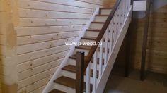 Лестница из сосны для загородного дома