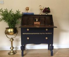Customer Karen O Shaughnessy of Emporium K does amazing work with our products. Here she using Coastal Blue Milk Paint and Rub n Buff in gold a.. available on www.shabby.ie.. You can follow karen here....https://www.facebook.com/EmporiumKireland/?fref=ts