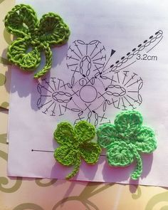Magic Mornings – Crocheted cloverleaf How to Crochet the Boxed Block Stitch Boho Dress, Crochet Summer Dress, Beach Dress, Bik. Slippers Tutorial – Very Easy to Make Crochet Pansy Flower Free Patterns Pretty Lace Crochet Handbag With Pattern Crochet c Crochet Leaf Patterns, Crochet Leaves, Crochet Motifs, Crochet Borders, Crochet Diagram, Amigurumi Patterns, Crochet Flowers, Crochet Stitches, Knitting Patterns