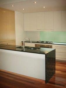 Kitchen splash back  Google Image Result for http://www.valiantglass.com.au/wp-content/pushups/2009/09/glass-splashback-225x300.jpg