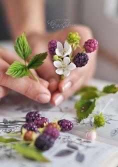 Sugar Flowers, Paper Flowers, Fondant Flower Cake, Fondant Bow, Fondant Tutorial, Fondant Cakes, Biscuit, Haft Seen, Cold Porcelain Flowers