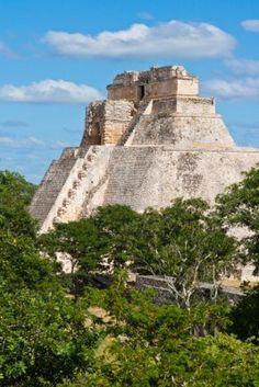 Pirámide Maya Anicent (pirámide del adivino, Adivino) en Uxmal, Yucatán, México