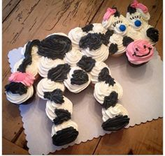 Black and White Cupcakes arranged to look like a cow cake!  Cute and creative idea for a farm-themed birthday party!
