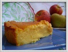 Tarta de manzana batida Se trata de pasar por batidora: 3 yogures naturales 3 huevos 1 medida del yogur con azúcar 3 manzanas peladas y despepitadas 4 cucharadas de maicena Al horno a 180º , 45 mn. o hasta se cuaje