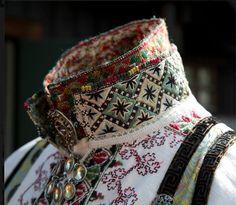 Beltestakk med to skjorter Punk Costume, Cosplay Costumes, Norwegian Clothing, Viking Series, The Last Unicorn, Bridal Crown, Traditional Dresses, Smocking, Scandinavian