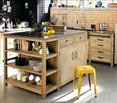 Fabriquer un îlot de cuisine- 35 idées de design créatives wooden kitchen island More DIY decor: An island of cuiKitchen with central islandKitchen idea decorated with Vintage Kitchen, Kitchen Remodel, Kitchen Decor, Interior Design Kitchen, New Kitchen, Wood Kitchen, Home Kitchens, Rustic Kitchen, Kitchen Design