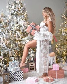 beautiful, Best, and cool image Holiday Pictures, Christmas Photos, Christmas Girls, Xmas Pics, Modern Christmas, Christmas Time, Christmas Decor, Merry Christmas, Christmas Punch