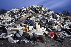 In this report, the United States E-Waste market is valued at USD XX million in 2016 and is expected to reach USD XX million by the end of 2022, growing at a CAGR of XX% between 2016 and 2022.
