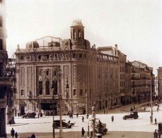 Cine Callao 1920s. Madrid Best Hotels In Madrid, Foto Madrid, Madrid Travel, Urban Planning, Old City, Old Pictures, Spanish, Barcelona, Around The Worlds