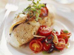 Kalbsschnitzel mit Mozzarellafüllung und Kirschtomaten ist ein Rezept mit frischen Zutaten aus der Kategorie Kalb. Probieren Sie dieses und weitere Rezepte von EAT SMARTER!