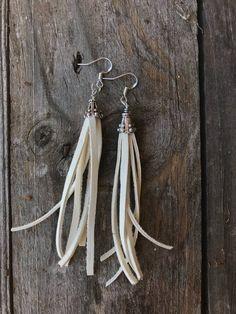 Diy Tassel Earrings, Leather Earrings, Leather Jewelry, Beaded Earrings, Earrings Handmade, Homemade Jewelry, Jewelry Ideas, Diy Jewelry, Jewelry Making