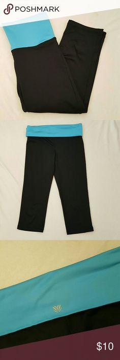 Forever 21 Active Capri Leggings These capri workout leggings are a size medium from Forever 21. These active pants have been used but are in perfect condition! Approximate measurements laying flat: Waist: 15 inches without stretch Inseam: 17.5 inches Forever 21 Pants Leggings