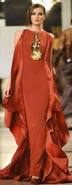 Stephane Rolland Haute Couture- she looks like a walking flame Style Haute Couture, Couture Fashion, Runway Fashion, Couture Week, Stephane Rolland, Look Fashion, High Fashion, Fashion Design, Fashion Women
