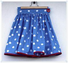 Link til tutorial   Luna, som hun så ud imorges, da hun drog i skole. Højttaljet nederdel og matchende taske - der er eddermugme knald på f...