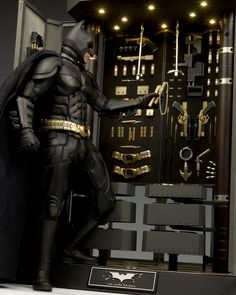 HOT TOYS: THE DARK KNIGHT – Alfred and Batman Armory with Bruce Wayne Bonus Figure. This is a Must-have!!!! FULL Photoreview No.57 Hi Res Images, Full INFO! http://www.gunjap.net/site/?p=215953