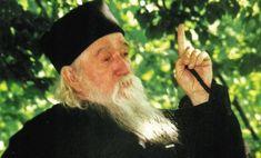 Părintele Cleopa: Aceste 10 cuvinte să le spui seara la culcare! Winter Hats, Beauty, Romania, Watch, History, Youtube, Video Clip, Falling Down, Clock