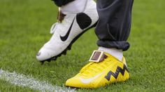 Odell Beckham Jr. Wears Charlie Brown and Snoopy Cleats During Pregame Warmups