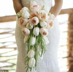 I love cascading bouquets