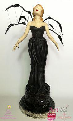 Black Widow modelling realistic sugar sculpture