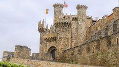 #Ponferrada fue donada a los templarios en 1211 por el rey Alfonso IX para que desde ahí protegiesen a los peregrinos del Camino de Santiago. En apenas 15 años fortificaron la ciudad y construyeron este impresionante #castillo que fue declarado Monumento Nacional Histórico-Artístico en el año 1924.