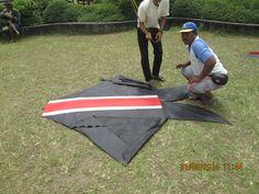 """Preparing the """"LAUNCH"""" of a 7 feet kite !"""