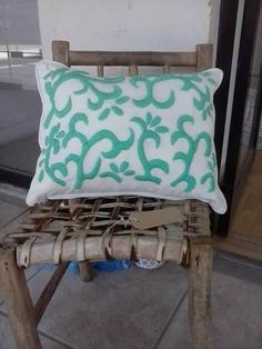 almohadones bordado mexicano Outdoor Furniture, Outdoor Decor, Cushions, Throw Pillows, Embroidery, Bed, Crochet, Margarita, Amelia