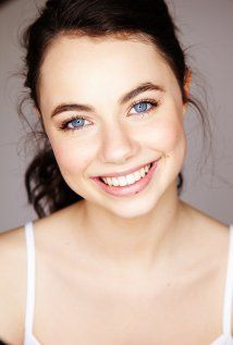 Ivy Latimer, Jenna Rosenow, Amy Ruffle, and Lucy Fry in Mako Mermaids Hottest Female Celebrities, Celebs, Everyday Makeup For School, Pretty People, Beautiful People, H2o Mermaids, Island Pictures, Female Character Inspiration, Amy