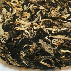 Sunflower and jasmine petals come together in this black tea blend to fill it with romance and aroma Chinese Tea, Brewing Tea, Tea Blends, Tea Roses, Iced Tea, Tea Tree, How To Dry Basil, Persian, Citrus Fruits