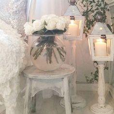 @mariehelle77 #lanterns #lyktor #ljus #rosor #roses #blommor #flowers #roses #vackrahem #vakrehjem #vakrehjemoginteriør #beautiful #shabby #shabbychic #shabbychichome #ideas #ideer #inredning #inspiration #inredningsinsdetaljer #countrystyle #countrychic #lantligt #lantligthem #lantligtvitt